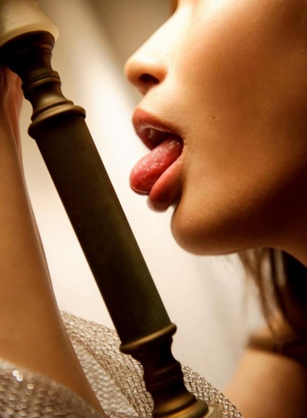舌出しエロ画像 悩ましげにベロを出すエッチな女75枚の046枚目