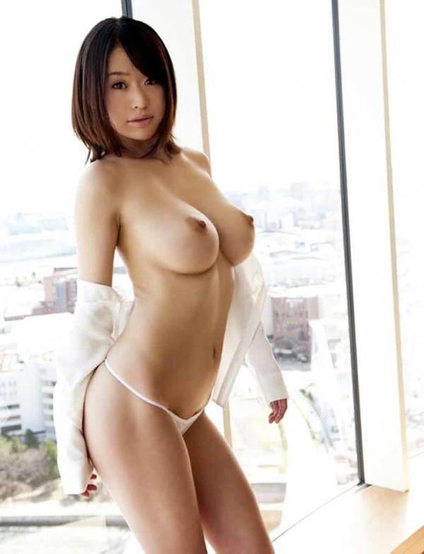 スレンダー巨乳の美女画像100枚の018枚目