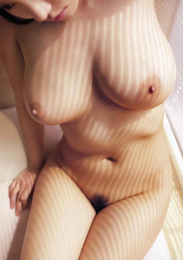 スレンダー巨乳の美女画像100枚の020枚目