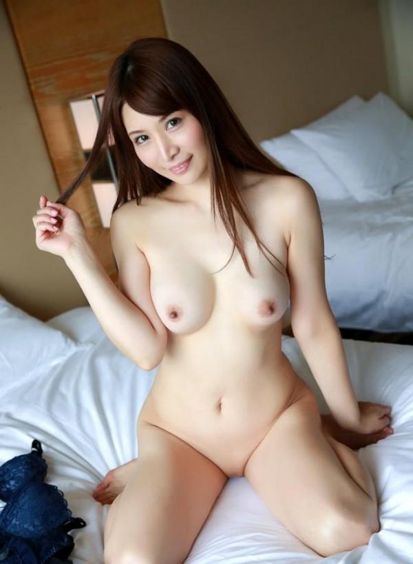 スレンダー巨乳の美女画像100枚の022枚目