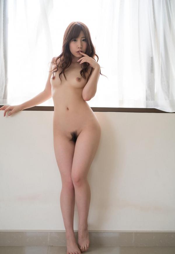 スレンダー巨乳の美女画像100枚の045枚目