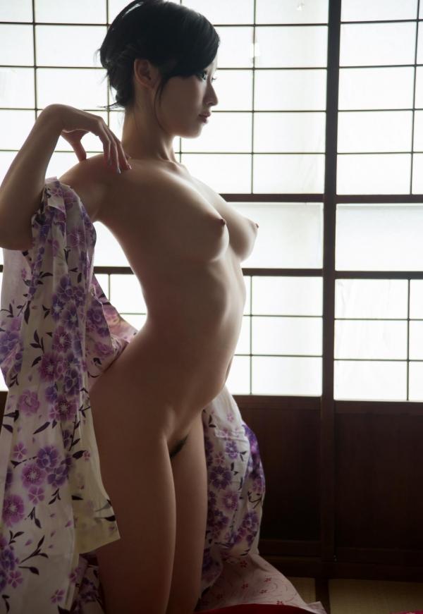 スレンダー巨乳の美女画像100枚の065枚目