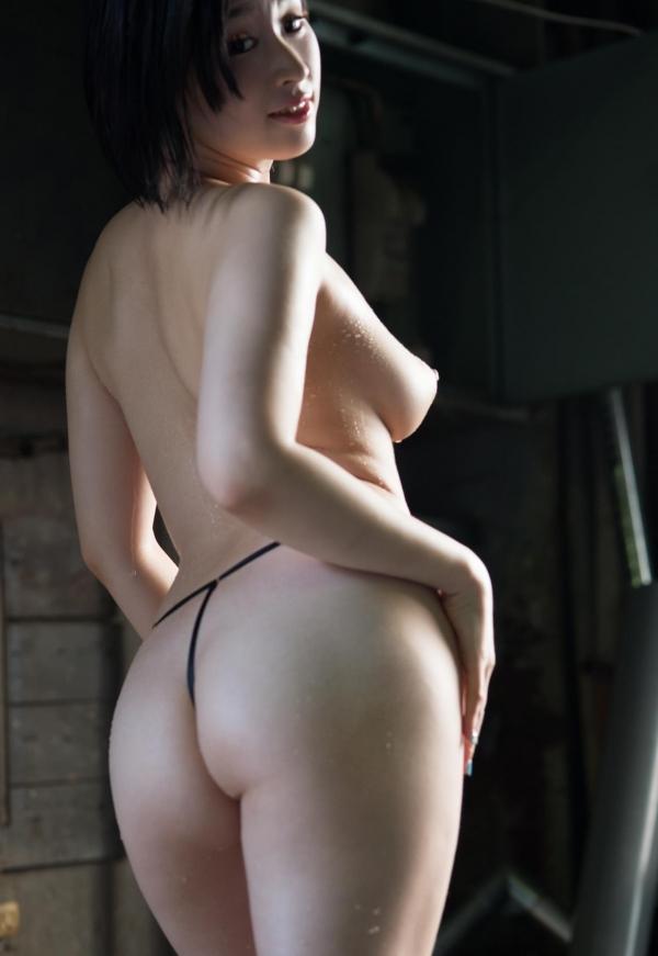 スレンダー巨乳の美女画像100枚の071枚目