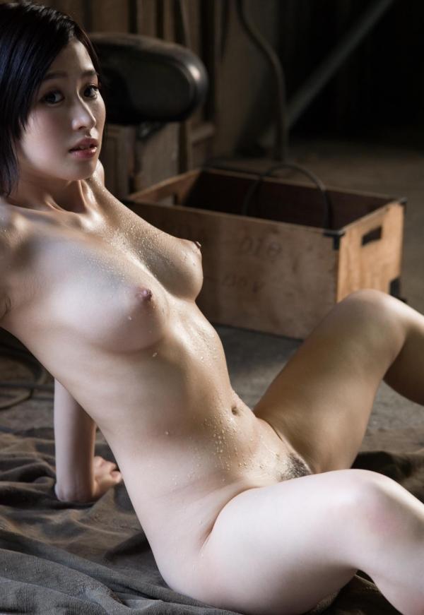 スレンダー巨乳の美女画像100枚の075枚目