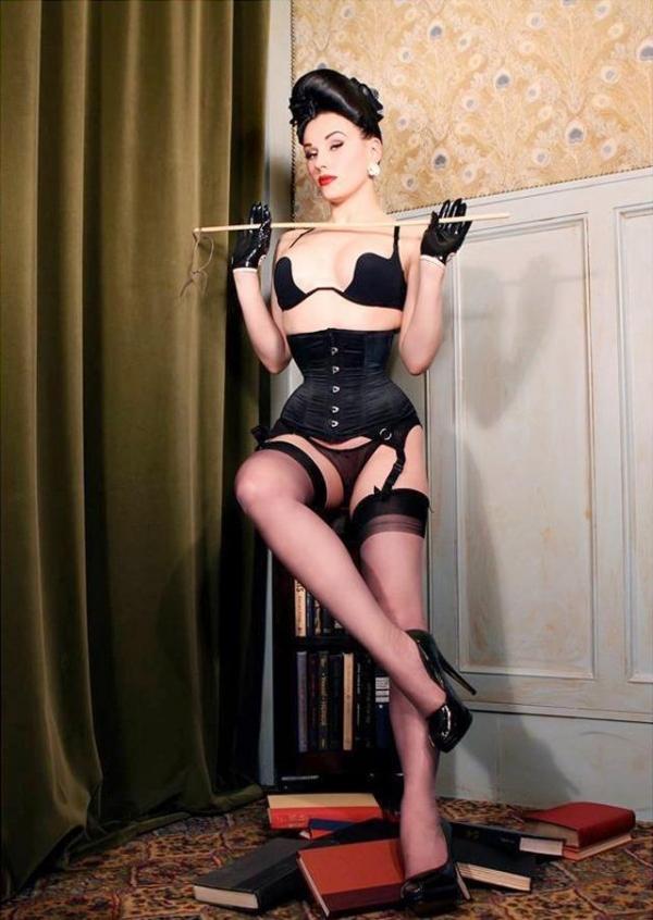 SMの女王様画像 ビンタされそうな強面の外国人美女50枚の48枚目