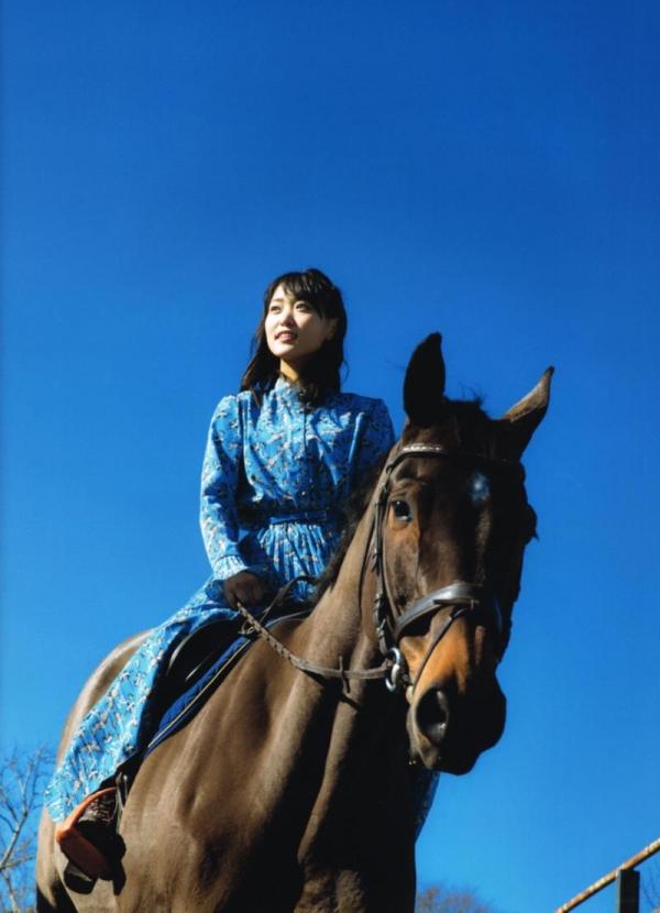 欅坂46の癒し代表 菅井友香 スレンダー美乳な水着画像31枚の05枚目
