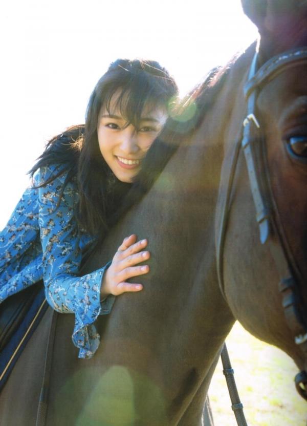 欅坂46の癒し代表 菅井友香 スレンダー美乳な水着画像31枚の06枚目