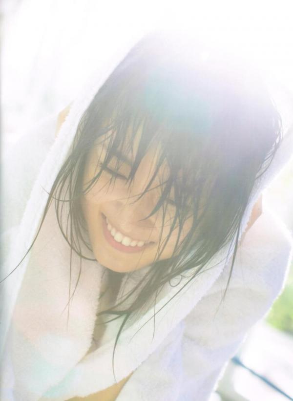 欅坂46の癒し代表 菅井友香 スレンダー美乳な水着画像31枚の15枚目