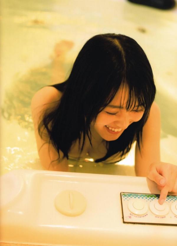 欅坂46の癒し代表 菅井友香 スレンダー美乳な水着画像31枚の28枚目