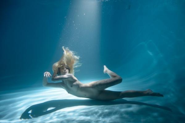 水中ヌード画像 水の中で全裸53枚の03枚目