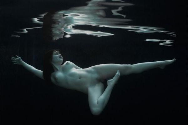 水中ヌード画像 水の中で全裸53枚の39枚目
