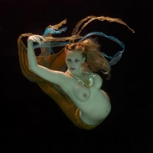 水中ヌード画像 水の中で全裸53枚の41枚目