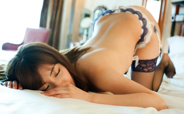 ガーターベルト画像 エロい美女の姿70枚の68枚目