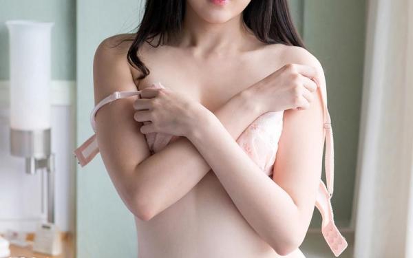 鈴原エミリ 可愛い顔したデカ尻娘のエロ画像110枚の006枚目