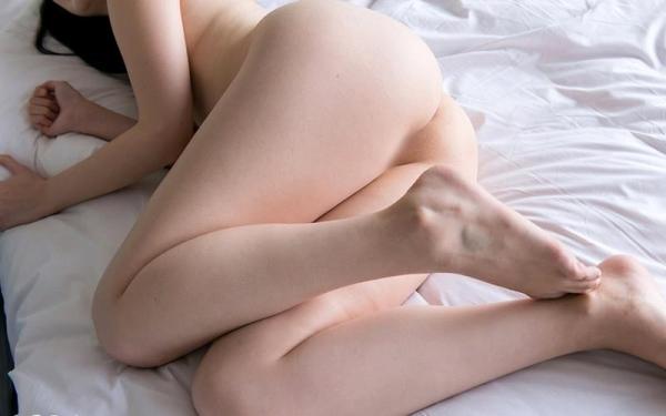 鈴原エミリ 可愛い顔したデカ尻娘のエロ画像110枚の013枚目