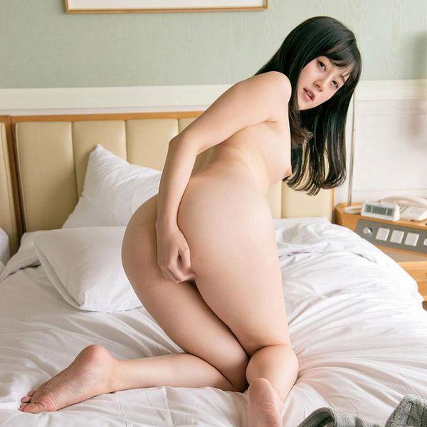 鈴原エミリ 可愛い顔したデカ尻娘のエロ画像110枚の1