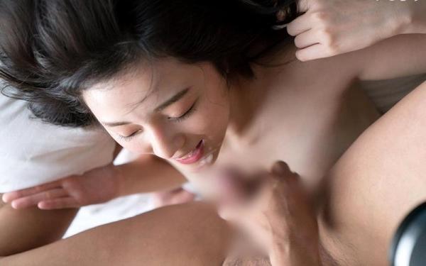 鈴原エミリ 可愛い顔したデカ尻娘のエロ画像110枚の109枚目