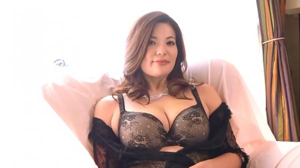 銀座 超高級クラブの巨乳ママ 鈴木ミレイのエロ画像52枚の14枚目