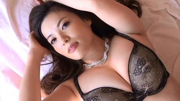 銀座 超高級クラブの巨乳ママ 鈴木ミレイのエロ画像52枚の17枚目