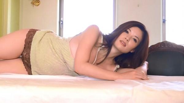 銀座 超高級クラブの巨乳ママ 鈴木ミレイのエロ画像52枚の21枚目
