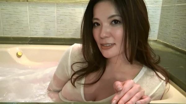 銀座 超高級クラブの巨乳ママ 鈴木ミレイのエロ画像52枚の36枚目