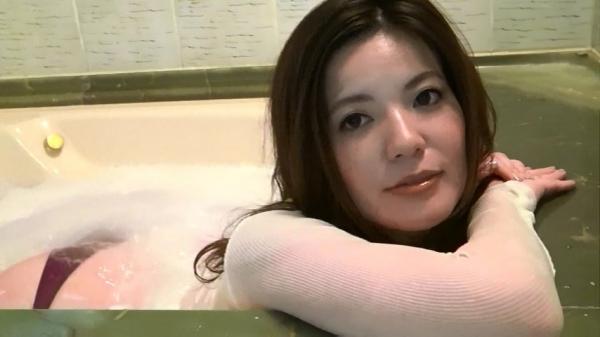 銀座 超高級クラブの巨乳ママ 鈴木ミレイのエロ画像52枚の38枚目