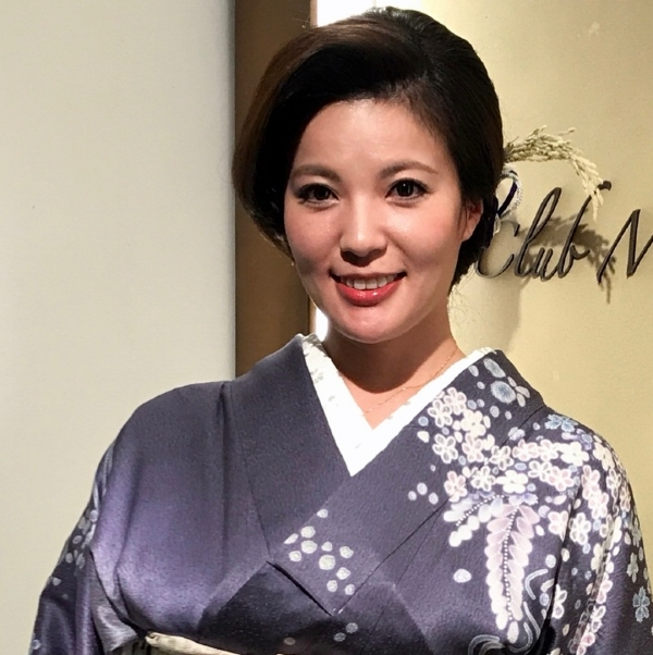 銀座 超高級クラブの巨乳ママ 鈴木ミレイのエロ画像52枚の8枚目