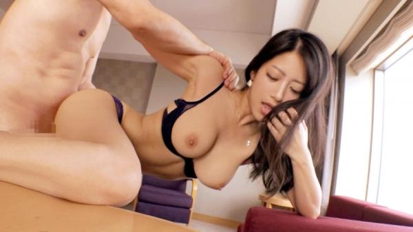 鈴木さとみ スレンダー巨乳美女のエロ画像64枚のa012枚目