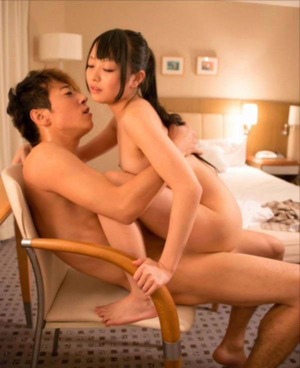 対面座位セックス画像 深く密着できるラブラブな体位63枚の18枚目