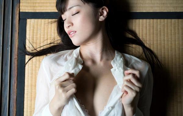 実はヤッてる!恋愛禁止なグラビアアイドルの性処理 高橋しょう子 エロ画像42枚のb03枚目