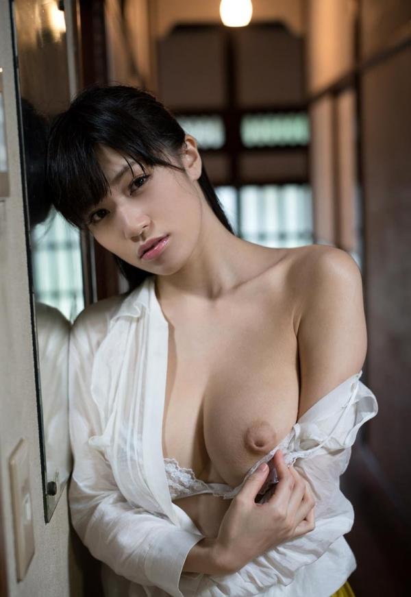 実はヤッてる!恋愛禁止なグラビアアイドルの性処理 高橋しょう子 エロ画像42枚のb12枚目