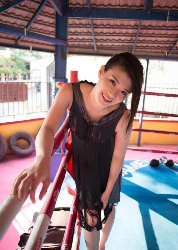 紀州のドンファン野崎幸助氏の元愛人モデルボクサー高野人母美(たかのともみ)の水着画像60枚の02枚目