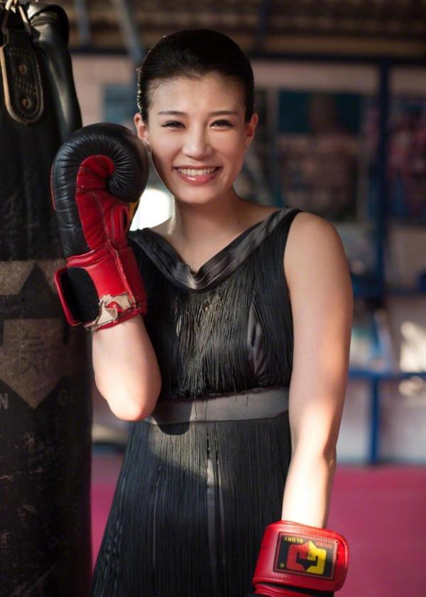 紀州のドンファン野崎幸助氏の元愛人モデルボクサー高野人母美(たかのともみ)の水着画像60枚の03枚目