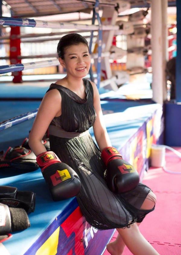 紀州のドンファン野崎幸助氏の元愛人モデルボクサー高野人母美(たかのともみ)の水着画像60枚の04枚目