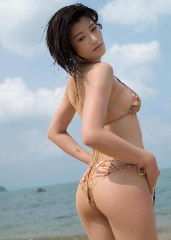 紀州のドンファン野崎幸助氏の元愛人モデルボクサー高野人母美(たかのともみ)の水着画像60枚の41枚目