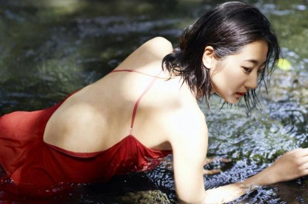 武田玲奈 水着の透ける素肌が大胆なセクシー画像100枚の100枚目