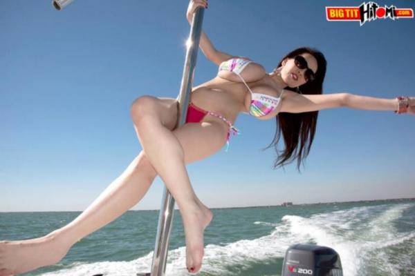 超乳美女 Hitomi (田中瞳)B116 cm ド迫力おっぱい画像60枚のa02枚目