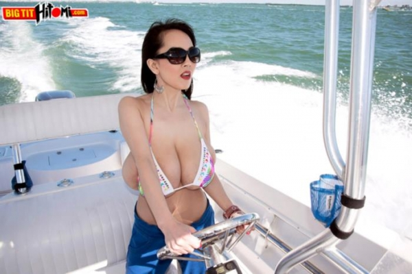 超乳美女 Hitomi (田中瞳)B116 cm ド迫力おっぱい画像60枚のa09枚目