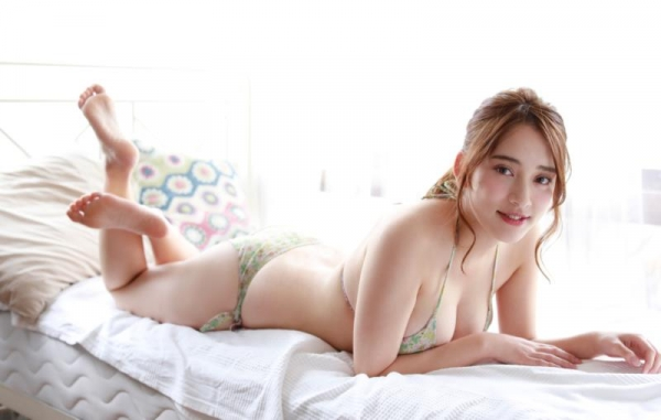 都丸紗也華(とまるさやか)弾ける白肌巨乳 水着画像60枚の05枚目