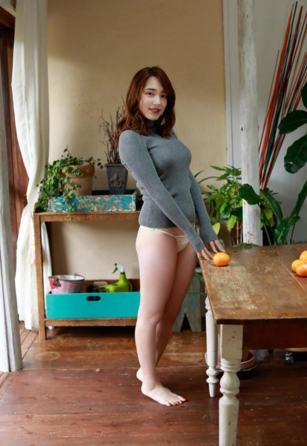 都丸紗也華(とまるさやか)弾ける白肌巨乳 水着画像60枚の34枚目