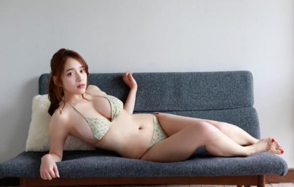 都丸紗也華(とまるさやか)弾ける白肌巨乳 水着画像60枚の54枚目