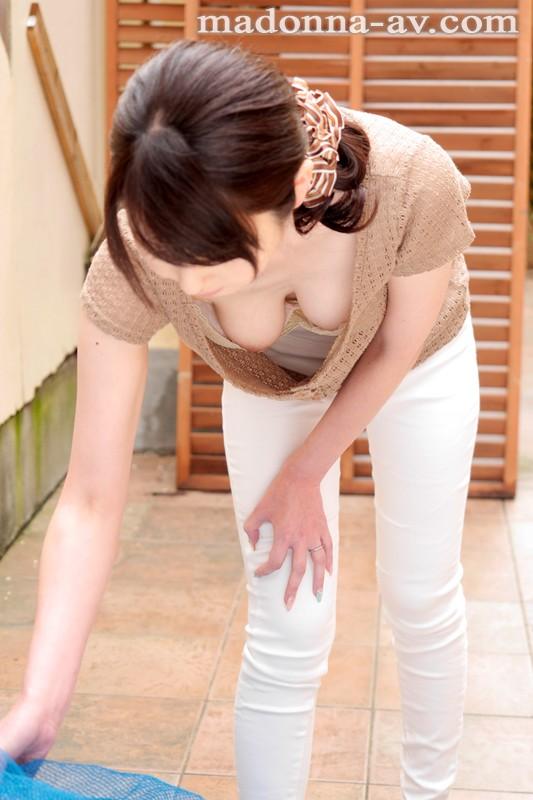 臼井さと美 小悪魔系美熟女の誘惑  他人妻の味エロ画像33枚の2