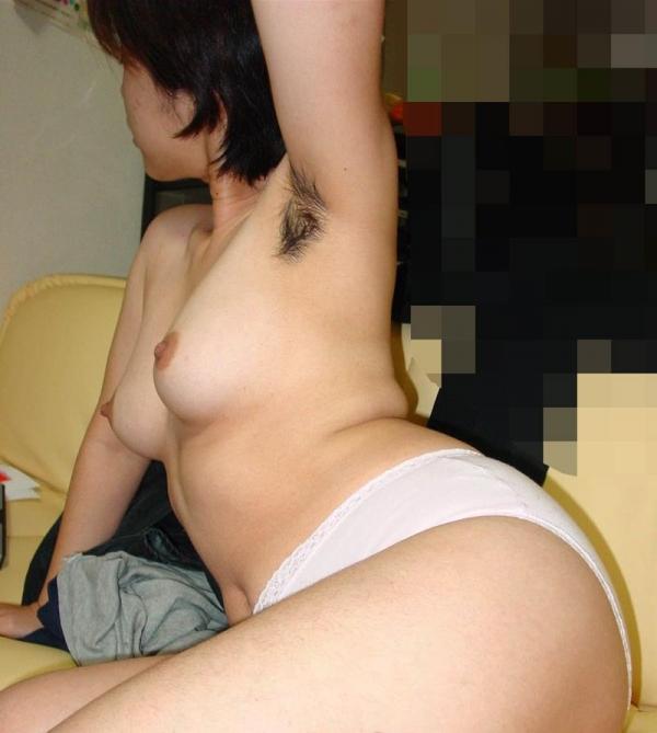 わき毛の画像 腋毛未処理でフェロモン溢れる女達50枚の011枚目