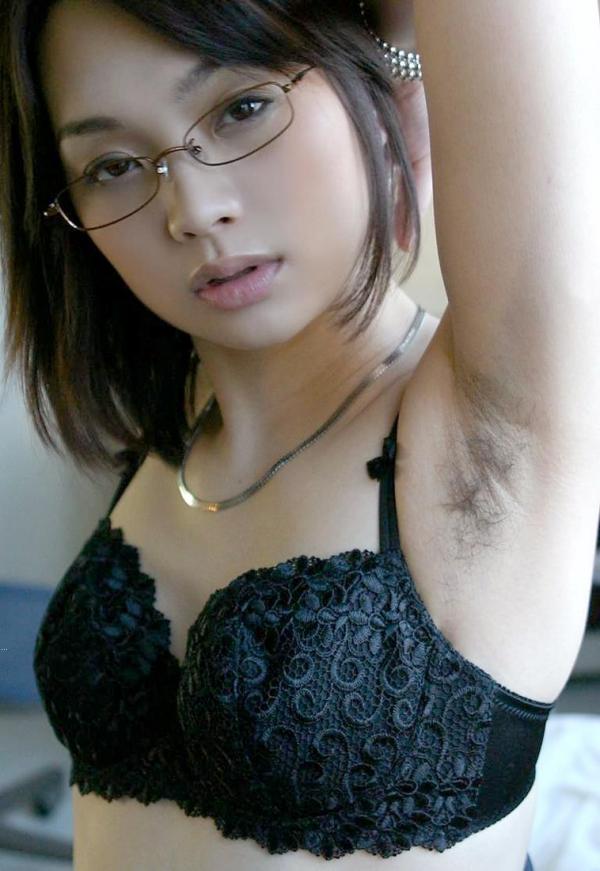 わき毛の画像 腋毛未処理でフェロモン溢れる女達50枚の025枚目