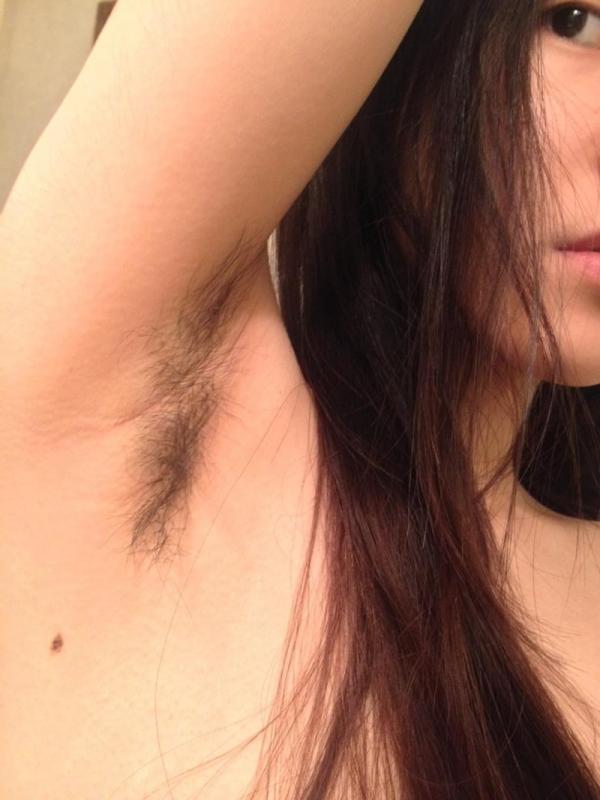 わき毛の画像 腋毛未処理でフェロモン溢れる女達50枚の030枚目