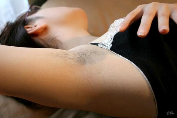 わき毛の画像 腋毛未処理でフェロモン溢れる女達50枚の033枚目