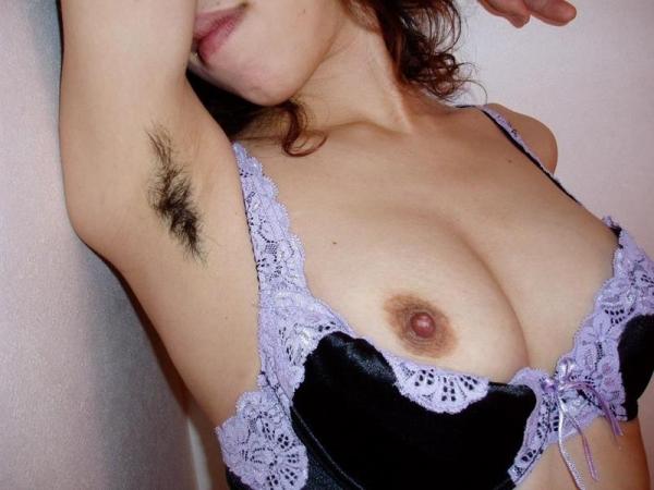 わき毛の画像 腋毛未処理でフェロモン溢れる女達50枚の040枚目