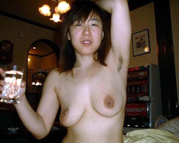 わき毛の画像 腋毛未処理でフェロモン溢れる女達50枚の049枚目