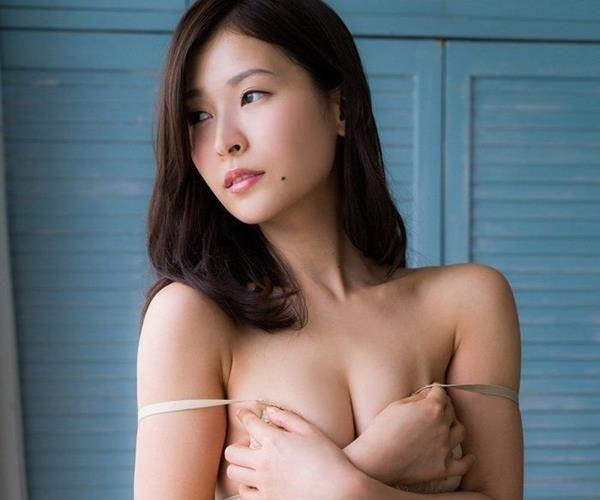 和久井雅子 妖艶な色気を放つグラビアアイドル画像60枚の1