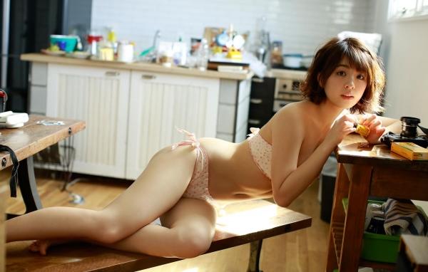 柳ゆり菜 水着の巨乳がエロいグラドル画像90枚の76枚目